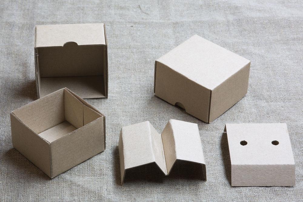 Крафт коробка из микрогофрокартона для запонок, серег и колец
