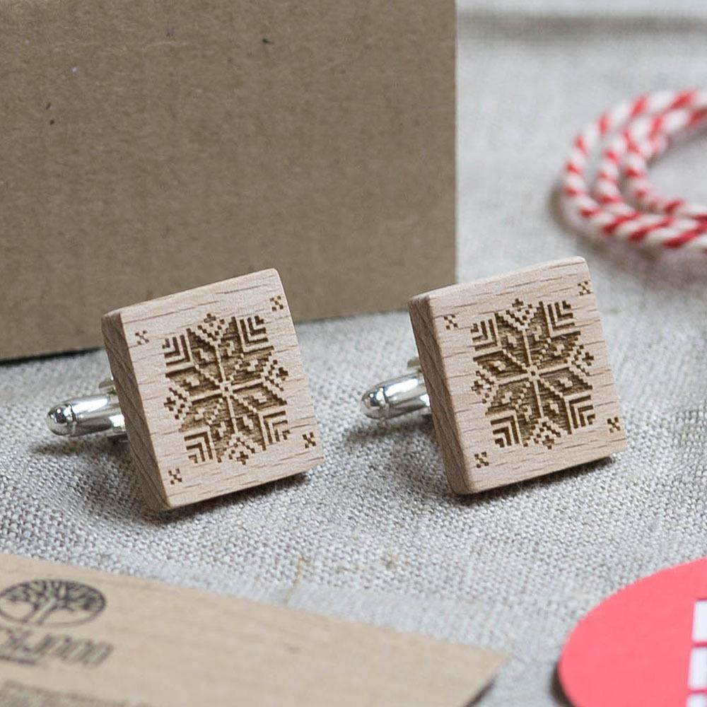 Новогодние запонки из дерева с изображением Снежинки. Подарок на рождество. Массив бука с гравировкой WC-Christmas3