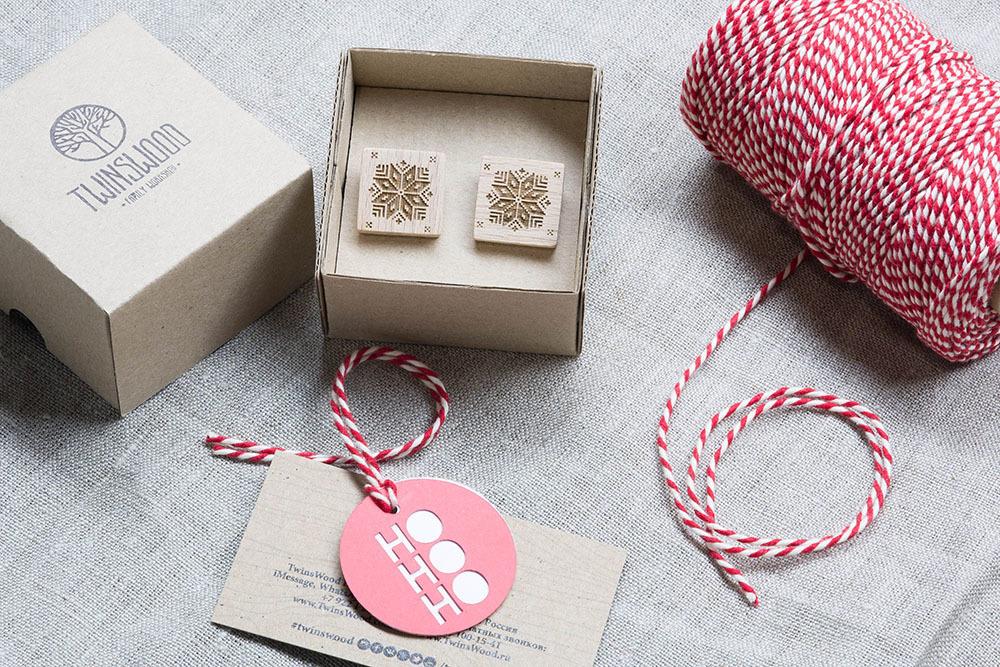 Новогодние запонки из дерева с изображением Снежинки. Подарок на рождество. Массив бука с гравировкой