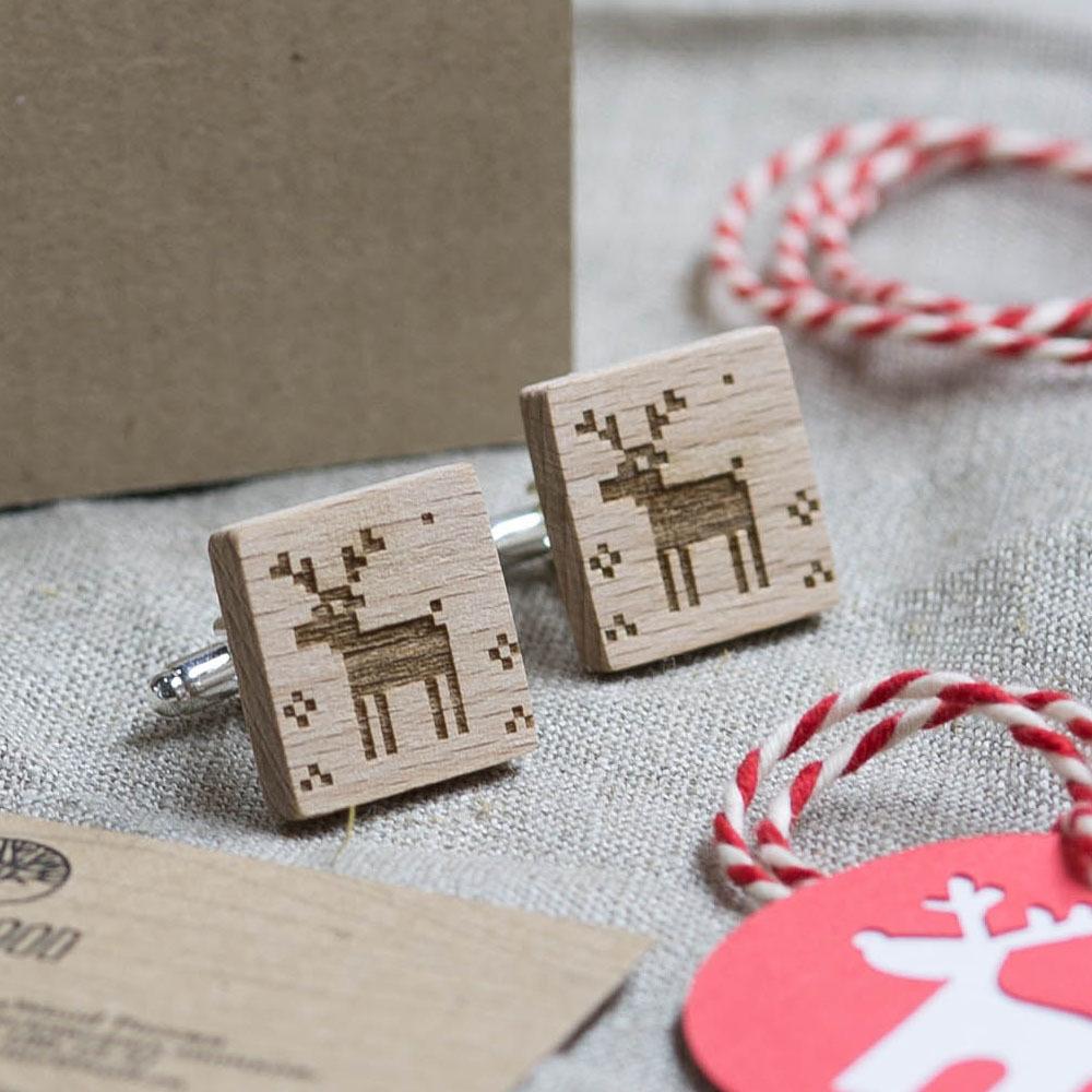 Новогодние запонки из дерева с изображением оленя. Подарок на рождество. Массив бука с гравировкой WC-Christmas1