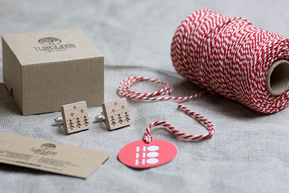 Новогодние запонки из дерева с изображением ёлок. Подарок на рождество. Массив бука с гравировкой