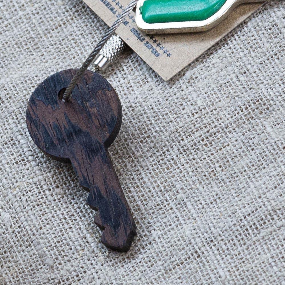 Брелок «Ключ» из настоящей древесины. Массив венге. Стальной тросик. Гравировка инициалов или имени. TW-KeyWenge