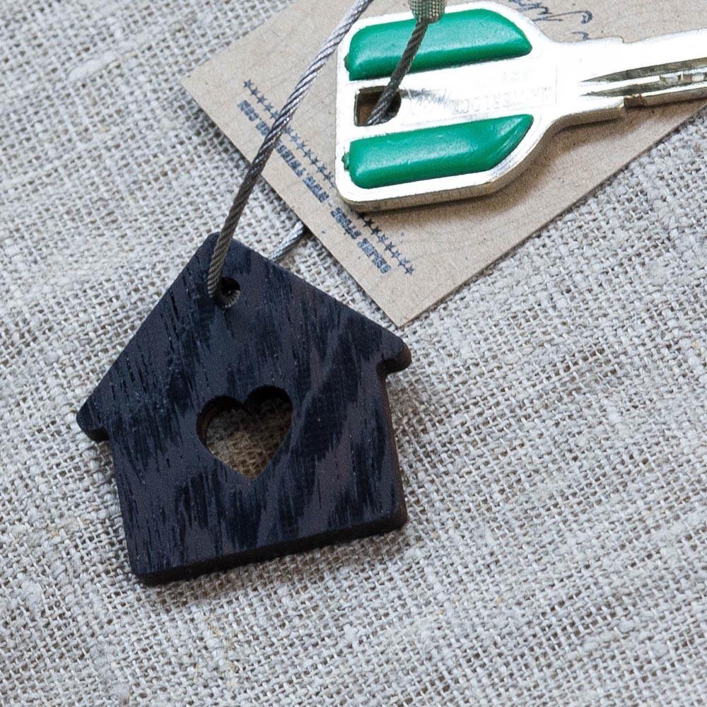 Брелок «Милый дом» из настоящей древесины. Массив венге. Стальной тросик. Гравировка инициалов или имени. TW-SweetHomeWenge