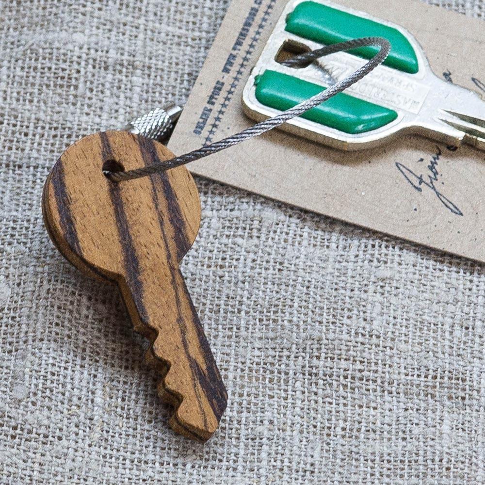 Брелок «Ключ» из настоящей древесины. Массив зебрано. Стальной тросик. Гравировка инициалов или имени. TW-KeyZebrano