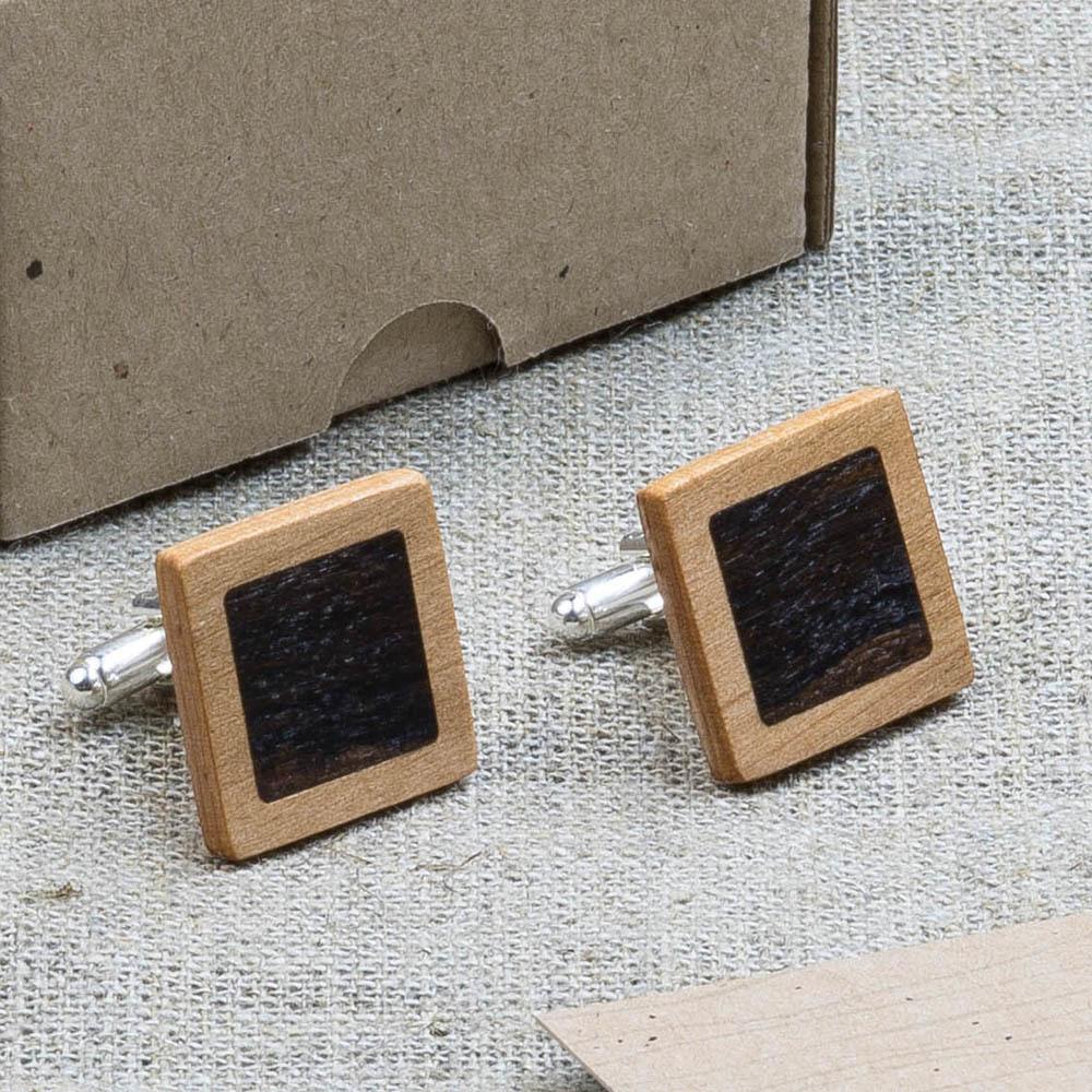 Квадратные запонки из двух сортов настоящего дерева Ольха + Зирикот. Лазерная гравировка инициалов или логотипа DWC-AlderZir1