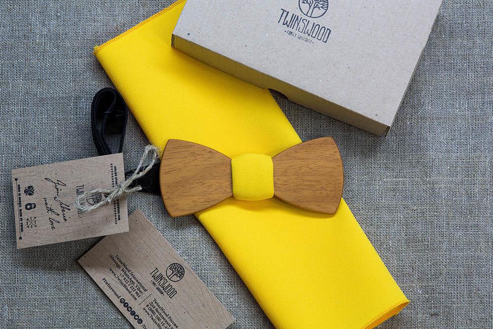 Галстук-бабочка Александр Классик из древесины африканской кусии  + желтый платок для пиджака