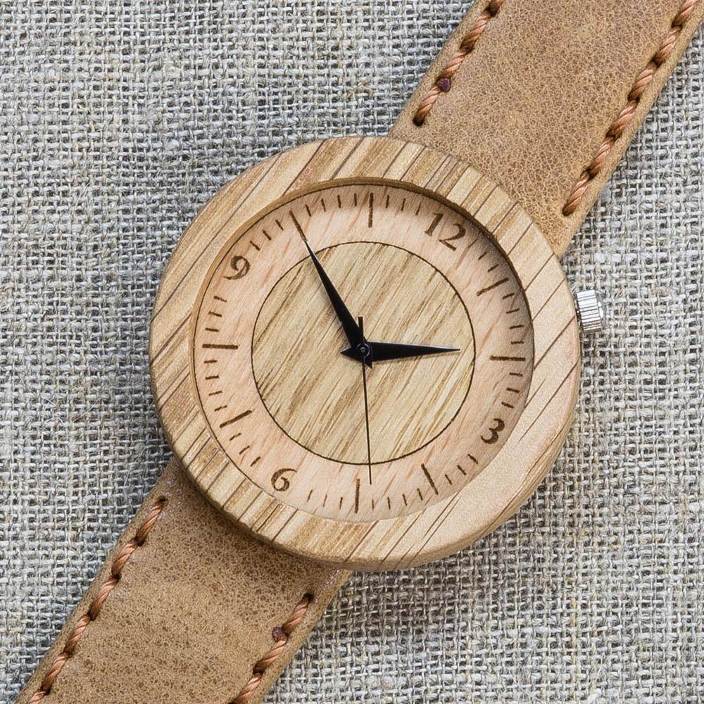 Часы из дуба Сибирь 7. Циферблат - бук и дуб. Горчичный премиум ремешок ручной работы из кожи теленка. Персональная гравировка TW-NewSiberia7