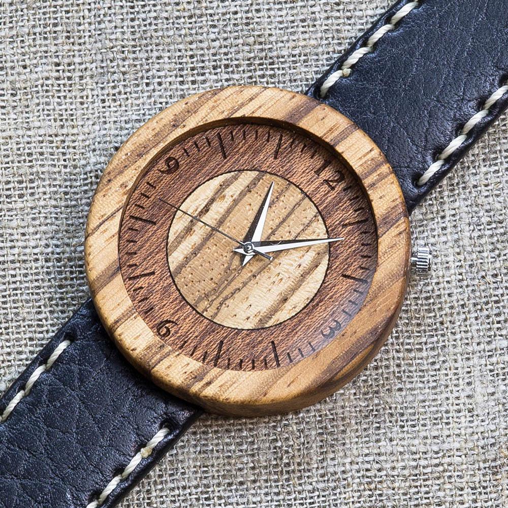 Деревянные часы Гавана 3. Корпус - зебрано. Циферблат - сапеле и зебрано. Черный с белой строчкой премиум ремешок ручной работы из настоящей кожи. Персональная гравировка TW-LaHabanaNew3