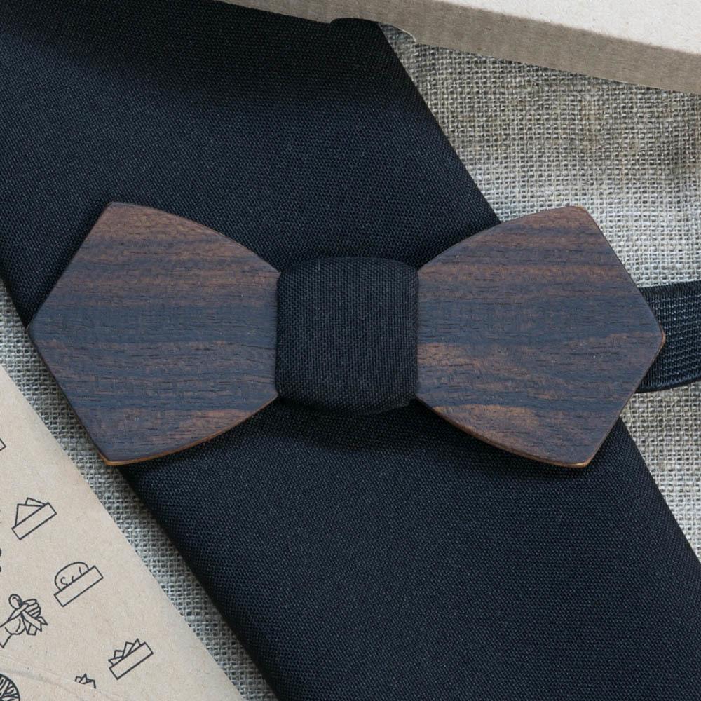 Деревянная бабочка из зирикота Обама Ретро. Черный платок для кармана пиджака в комплекте. Лазерная гравировка TBT-ObamaRetro
