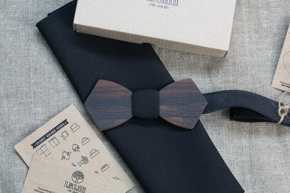 Деревянная бабочка из зирикота Обама Ретро. Черный платок для кармана пиджака в комплекте. Лазерная гравировка