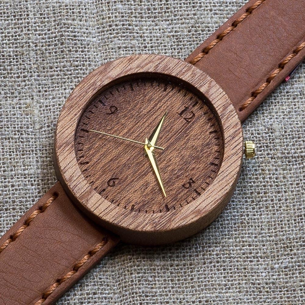 Часы из дерева Мумбаи 4. Корпус - сапеле. Циферблат - сапеле.  Терракотовый премиум ремешок ручной работы из настоящей кожи. Персональная гравировка TW-Mumbai4
