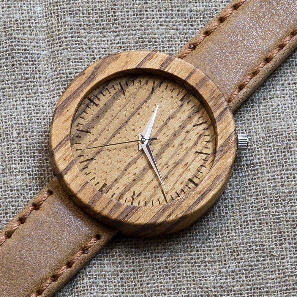 Деревянные часы Каир 7. Корпус - зебрано. Циферблат - зебрано. Горчичный премиум ремешок ручной работы из настоящей кожи. Персональная гравировка TW-Cairo7