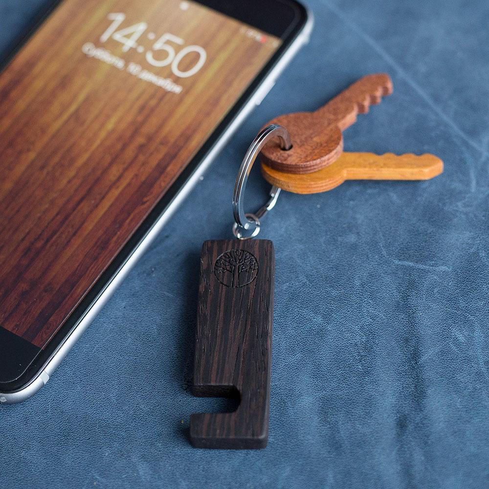 Деревянная подставка-брелок для смартфона. Натуральная ценная африканская древесина венге. Выбор размера для любого телефона. Гравировка имени или логотипа TW-HolderWenge