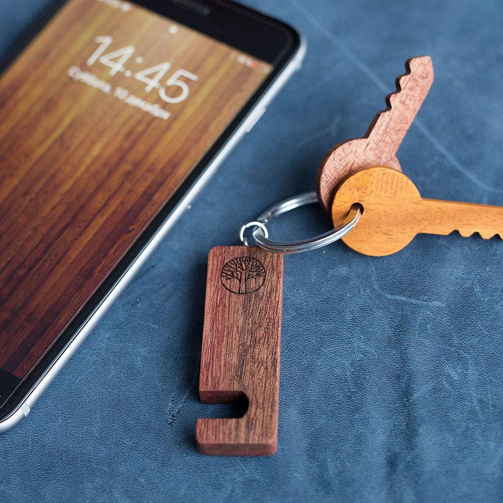 Подставка из дерева для смартфона. Массив африканской сапеле. Под любой размер смартфона. Лучший подарок. Гравировка имени или логотипа. TW-HolderSapele