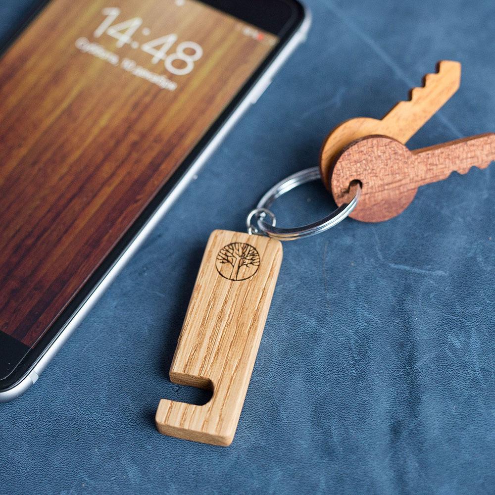 Брелок-держатель для любого смартфона. Настоящая древесина канадского дуба. Незаменимый подарок. Гравировка имени или логотипа. Нужен всем. TW-HolderOak