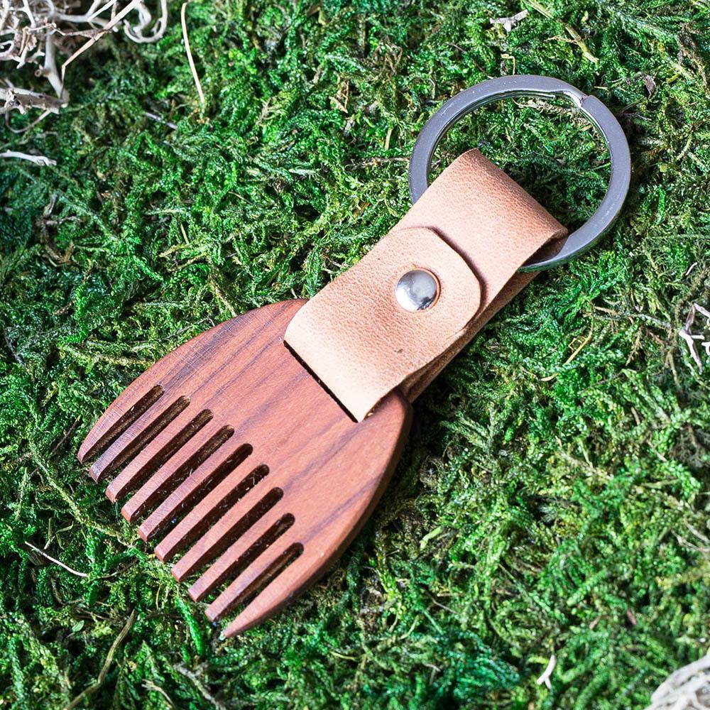 Деревянный гребень из палисандра для бороды и усов. Расческа для волос с именной гравировкой. Настоящая древесина и натуральная кожа. TW-BeardRosewood