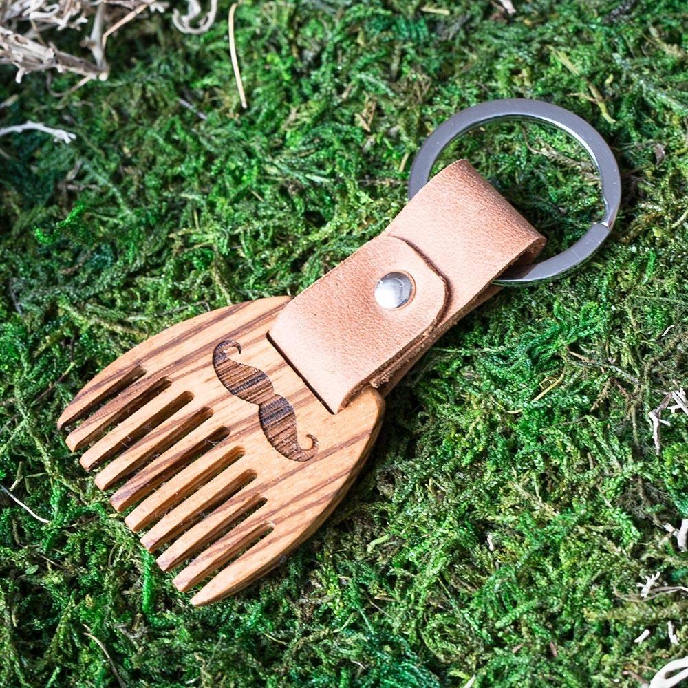 Деревянный гребень из зебрано для бороды и усов. Расческа для волос с именной гравировкой. Настоящая древесина и натуральная кожа. TW-BeardZebra
