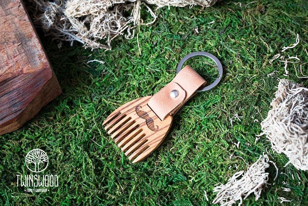 Деревянный гребень из зебрано для бороды и усов. Расческа для волос с именной гравировкой. Настоящая древесина и натуральная кожа.