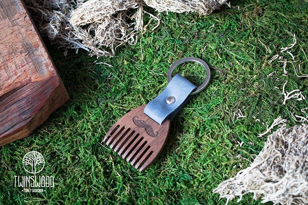 Деревянный гребень из ореха для бороды и усов. Расческа для волос с именной гравировкой. Настоящая древесина и натуральная кожа.