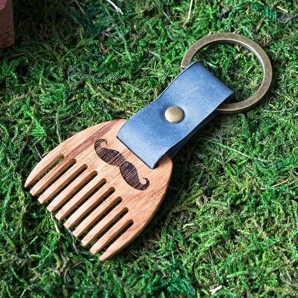 Деревянный гребень из дуба для бороды и усов. Расческа для волос с именной гравировкой. Настоящая древесина и натуральная кожа. TW-BeardOak