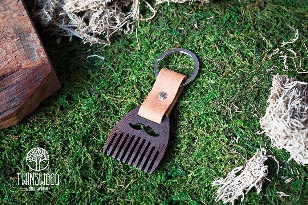 Деревянный гребень из венге для бороды и усов. Расческа для волос с именной гравировкой. Настоящая древесина и натуральная кожа.
