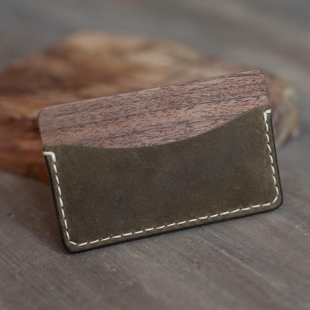 Кошелек из кожи и древесины ореха. Мини кошелек. Два кармана на 1-6 карт и купюр. Гравировка имени или логотипа TwinsLeather-WalnutMilitary