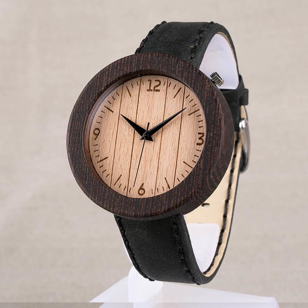 Наручные часы из дерева венге. Размер 45 мм. Циферблат - бук. Черный матовый ремешок из настоящей кожи. Персональная гравировка TW-WengeBeech3