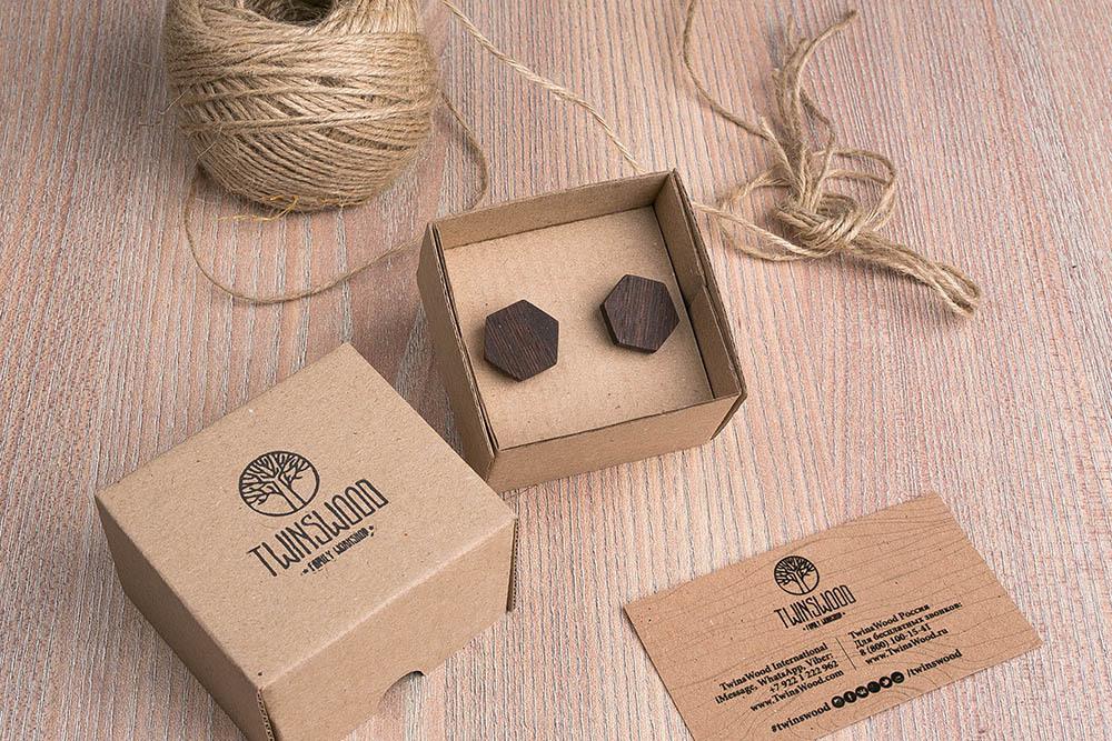 Шестиугольные деревянные запонки из массива африканского венге. Три цвета фурнитуры на выбор. Гравировка инициалов или логотипа. Упаковка в комплекте