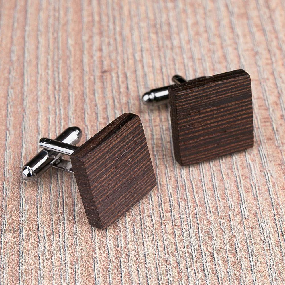 Квадратные деревянные запонки из массива африканского венге. Три цвета фурнитуры на выбор. Гравировка инициалов или логотипа. Упаковка в комплекте TwinsCufflinks-WengeSquare