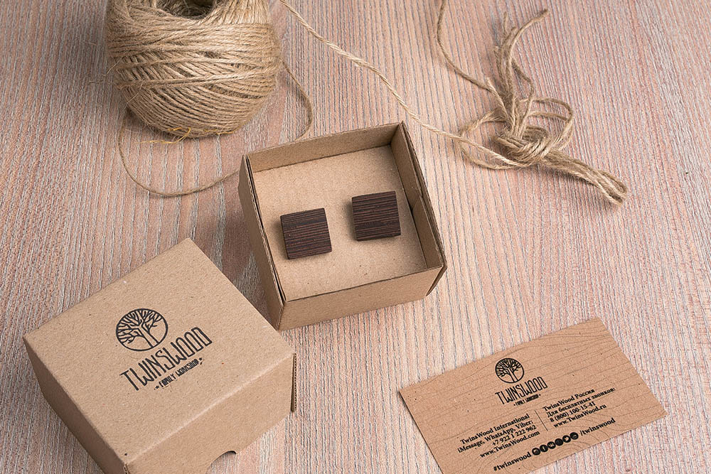 Квадратные деревянные запонки из массива африканского венге. Три цвета фурнитуры на выбор. Гравировка инициалов или логотипа. Упаковка в комплекте