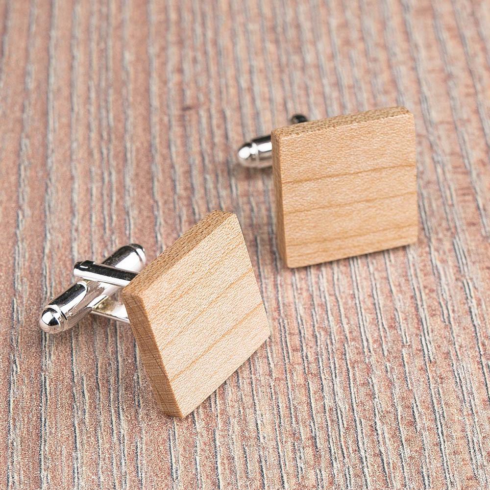 Квадратные деревянные запонки из массива клена. Три цвета фурнитуры на выбор. Гравировка инициалов или логотипа. Упаковка в комплекте TwinsCufflinks-MapleSquare