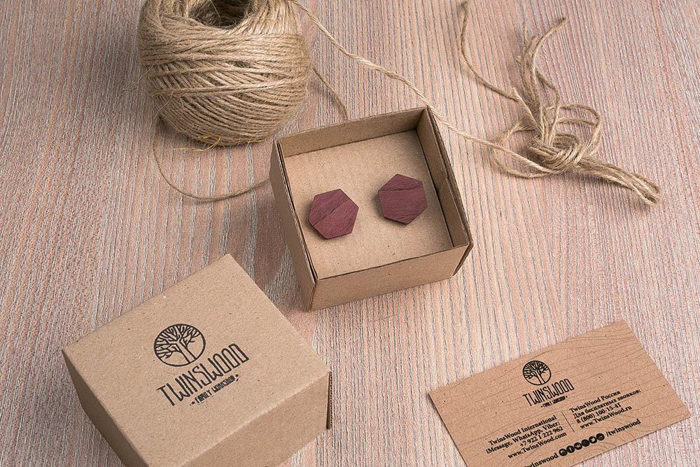 Шестигранные деревянные запонки из массива амаранта. Три цвета фурнитуры на выбор. Гравировка инициалов или логотипа. Упаковка в комплекте