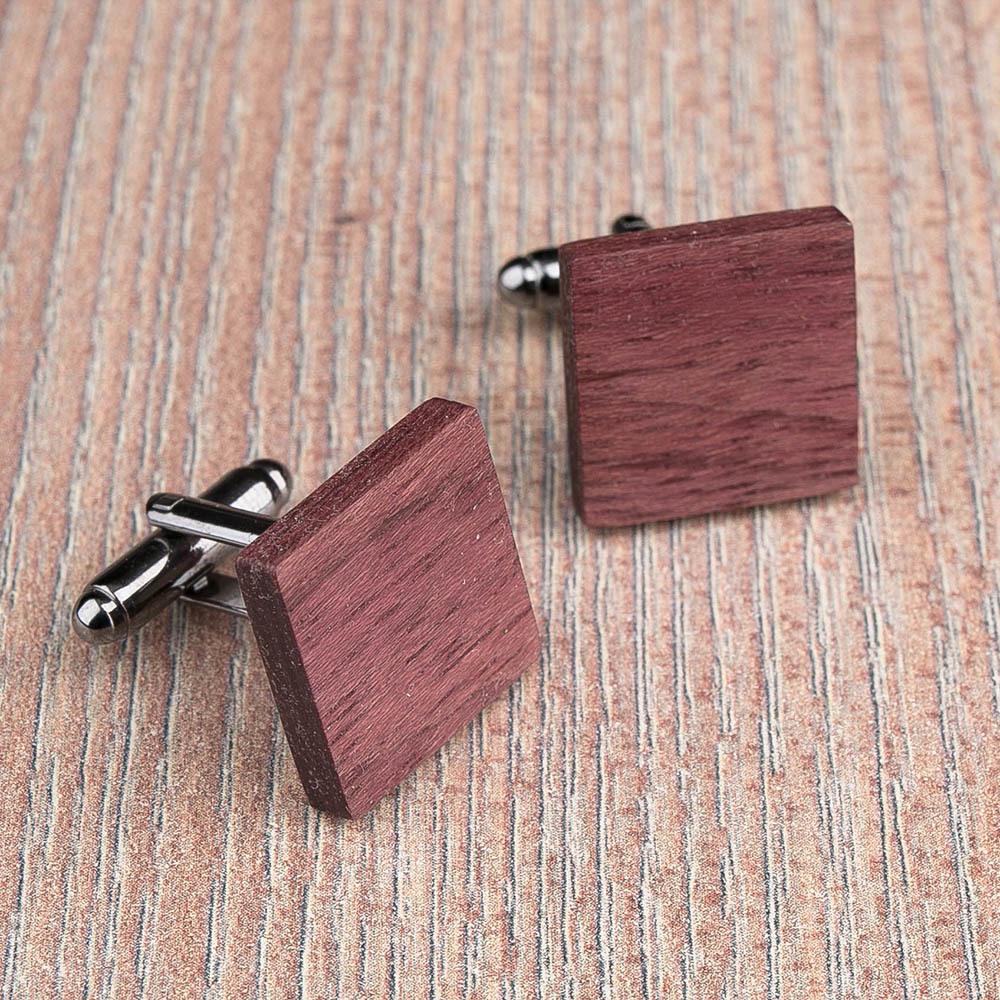 Квадратные деревянные запонки из массива амаранта. Три цвета фурнитуры на выбор. Гравировка инициалов или логотипа. Упаковка в комплекте TwinsCufflinks-AmaranthSquare