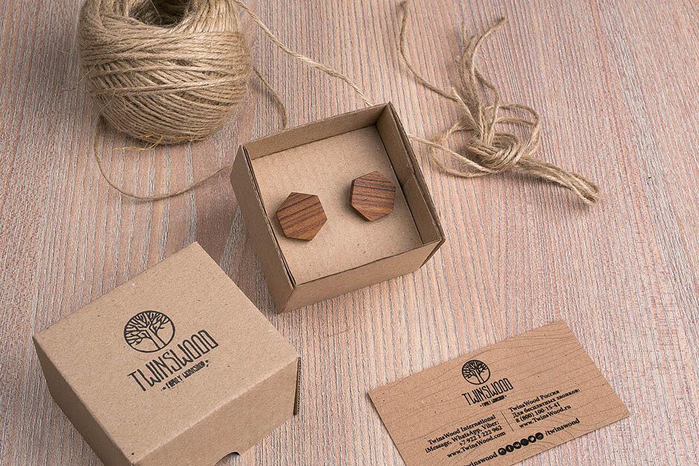Шестиугольные деревянные запонки из палисандра. Три цвета фурнитуры на выбор. Гравировка инициалов или логотипа. Упаковка в комплекте