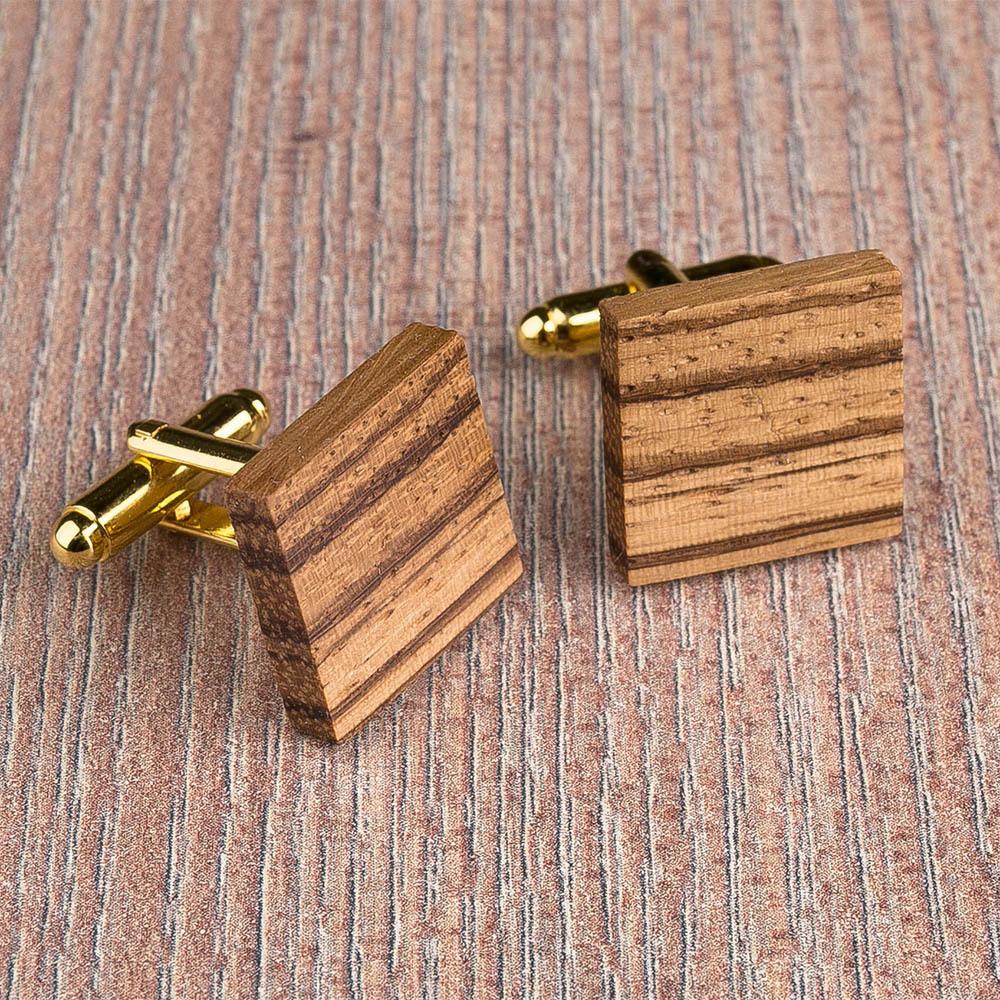 Квадратные запонки из массива африканского зебрано. Три цвета фурнитуры на выбор. Гравировка инициалов или логотипа. Упаковка в комплекте TwinsCufflinks-ZebraSquare