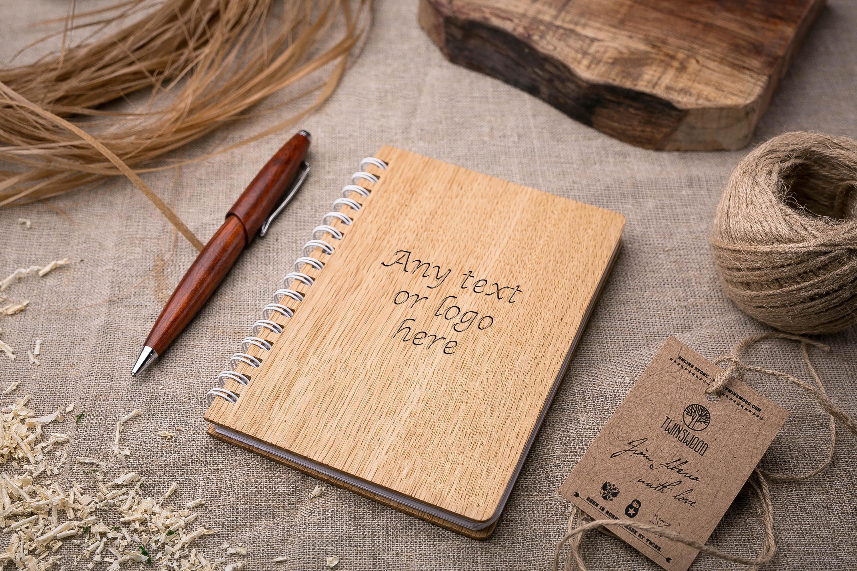 Записная книжка с обложкой древесины дуба. Гравировка имени или рисунка