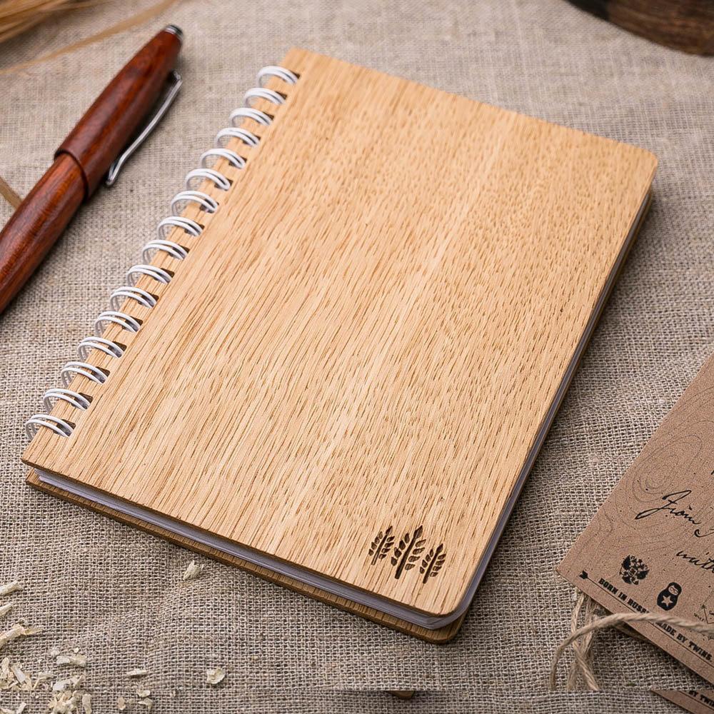 Деревянная записная книжка из дуба. Гравировка символа - три ветки. Гравировка имени или рисунка TW-Notebook-Oak2