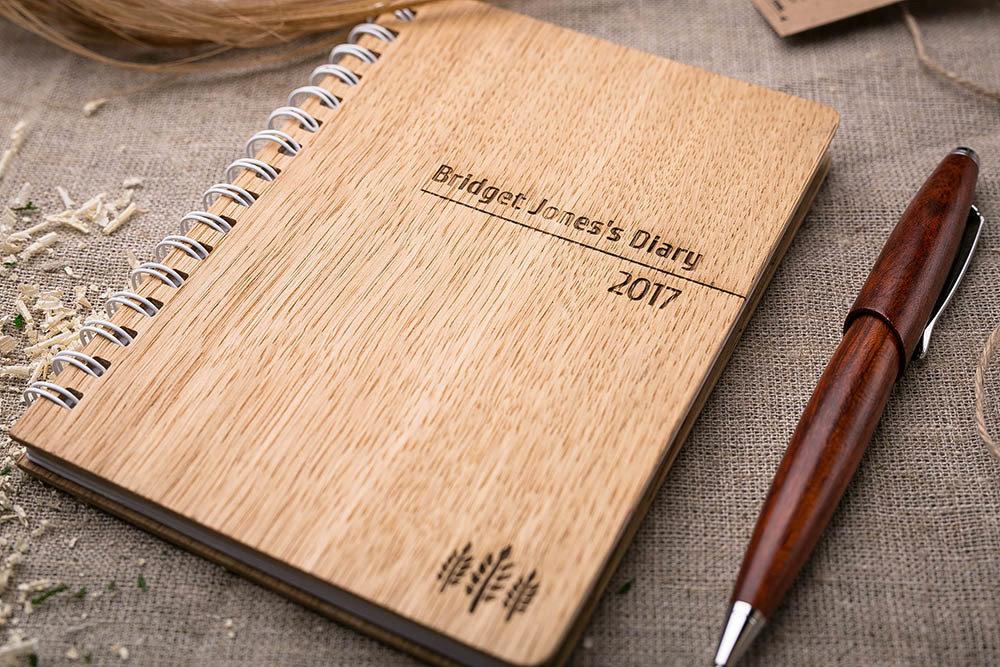Деревянная записная книжка из дуба. Гравировка символа - три ветки. Гравировка имени или рисунка