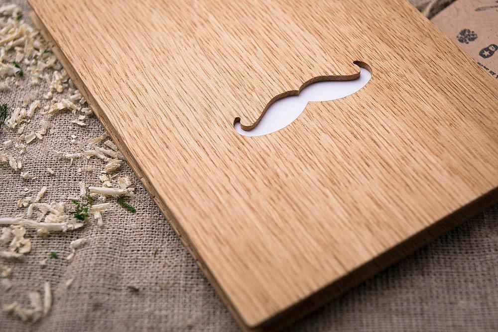 Блокнот из дуба. Перфорация - усы.  Любая ваша гравировка на обложке из дерева