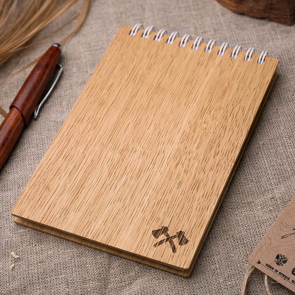 Компактный блокнот с деревянной обложкой из дуба. Гравировка - символ топоры. TW-Notebook-Oak6
