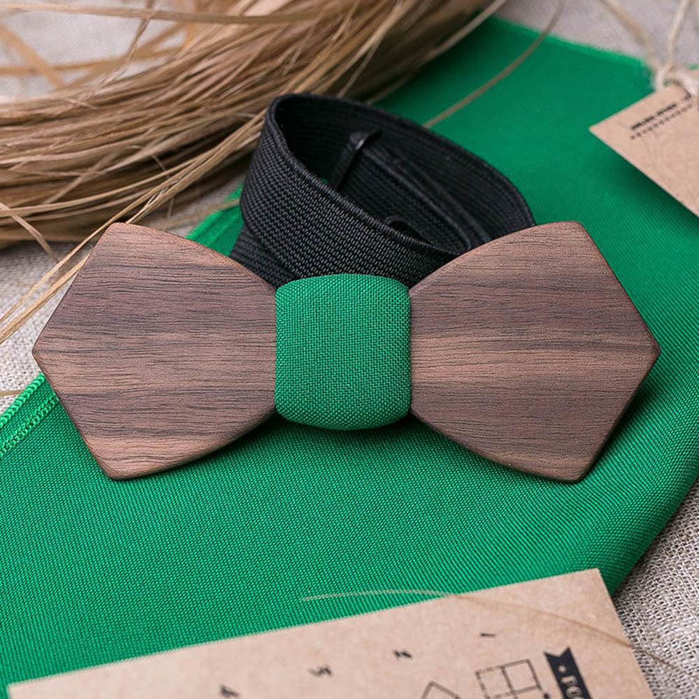 Деревянная бабочка из американского ореха. Форма - ретро. В комплекте зеленый платок для пиджака. Любая гравировка TBT-WalnutRetro1