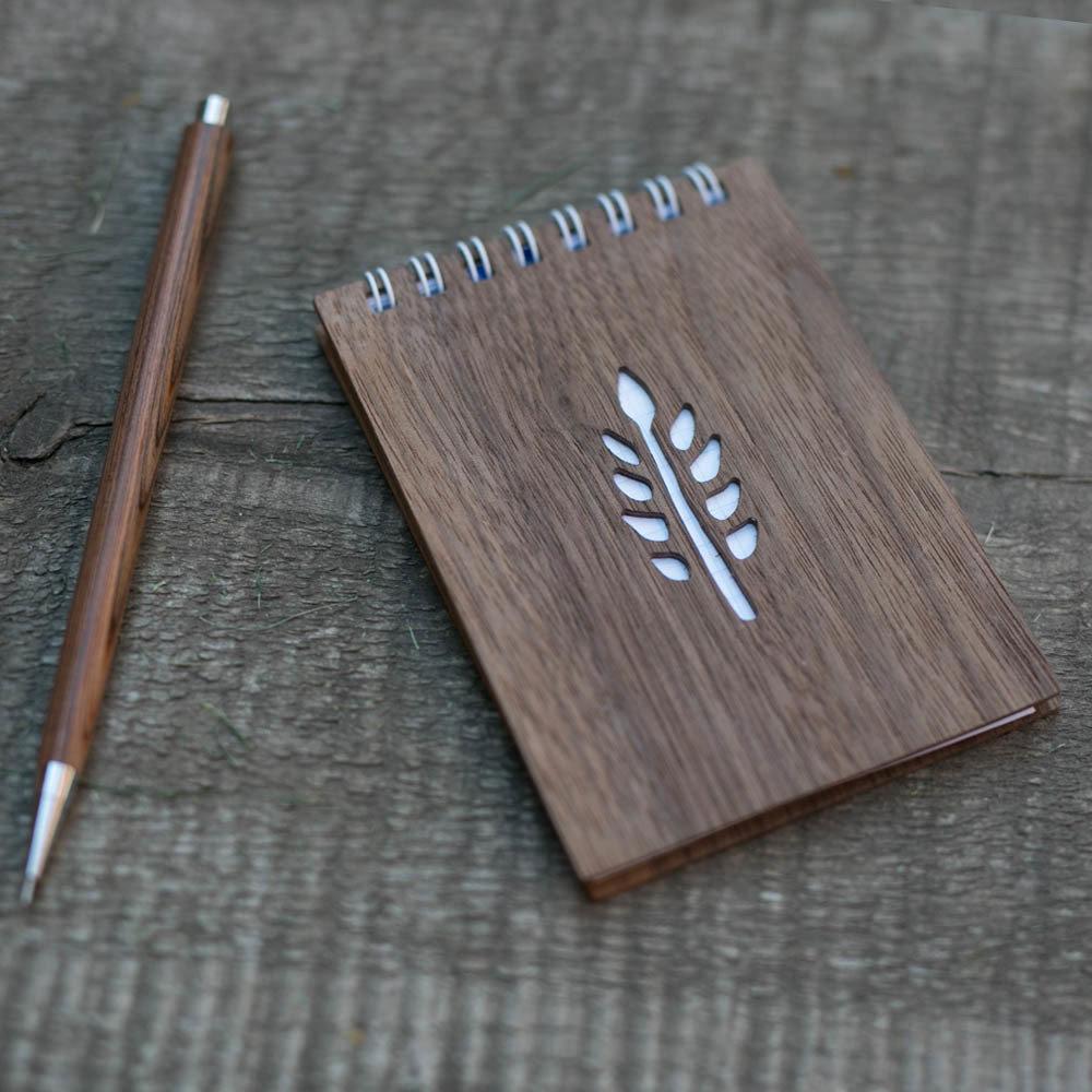 Деревянный блокнот формата А7 с обложкой из ореха. Перфорация - ветка. Любая гравировка на обложке TW-Notebook-A7-Walnut-Tree