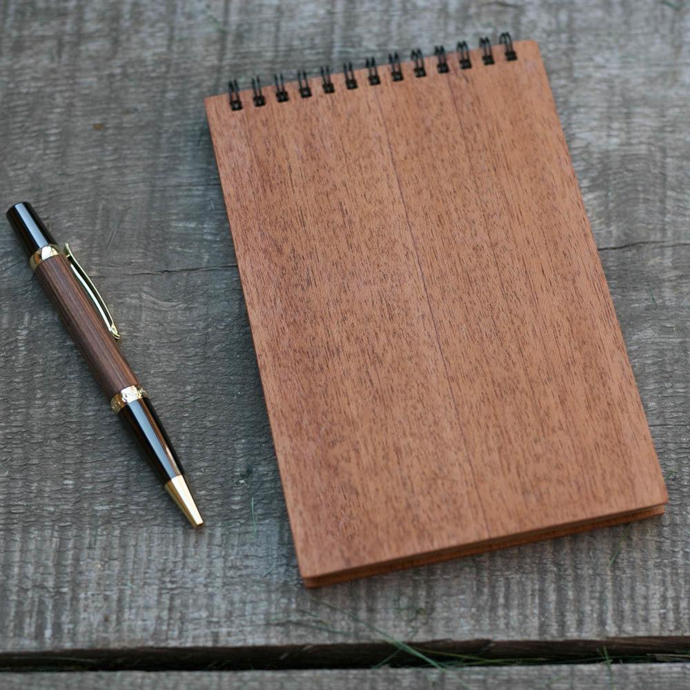 Деревянный скетчбук формат 120х180 мм с обложкой из махагона. Крафт бумага 40 листов. Любая гравировка на обложке TW-Notebook-Craft-Mahagon-Clear