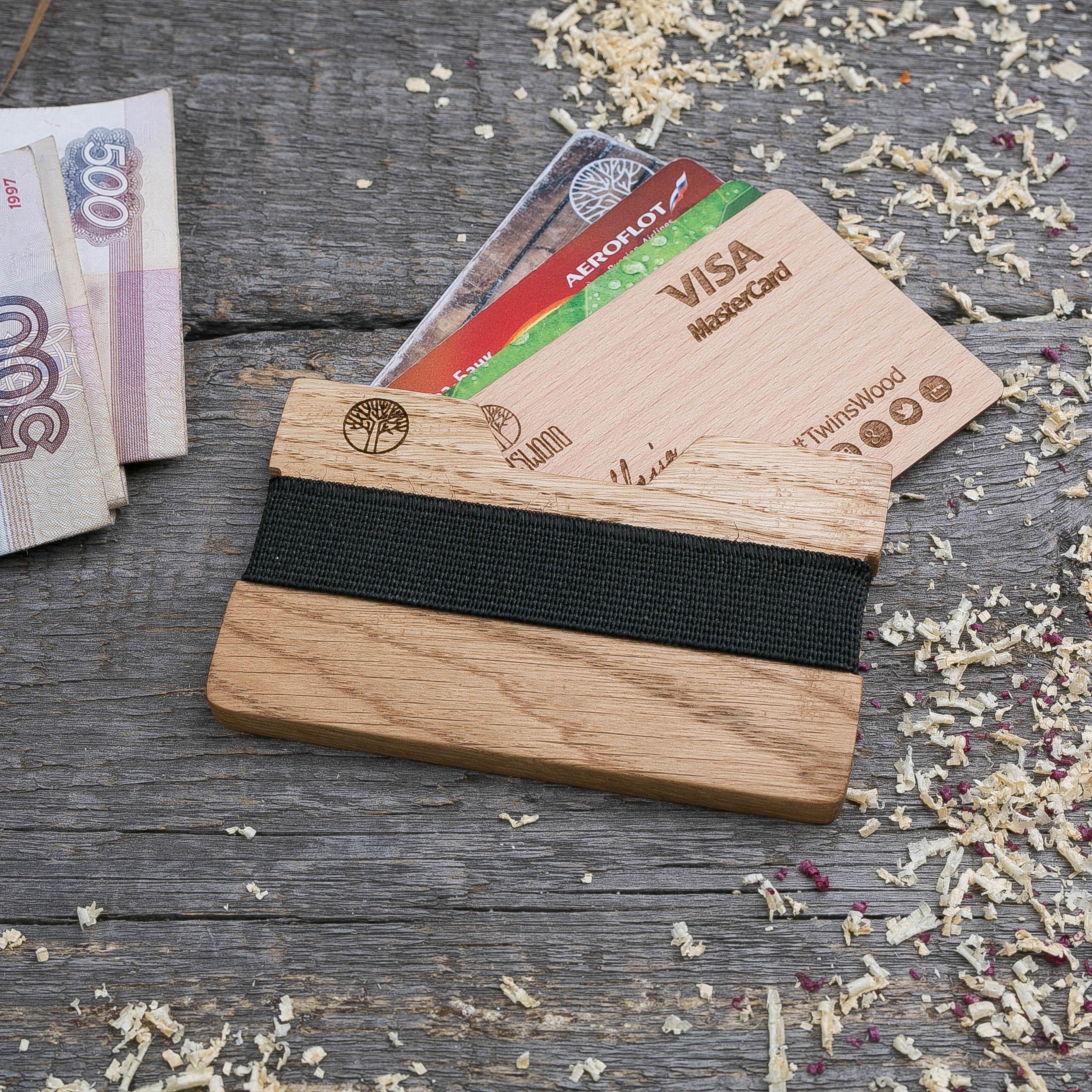 Деревянный кошелек  из дуба. Горизонтальная загрузка. Для 1-6 пластиковых карт и купюр. Поддержка Apple Pay. Гравировка имени или логотипа. Бизнес сувенир. Подарок другу. Именной кошелек TwinsWood-OakH
