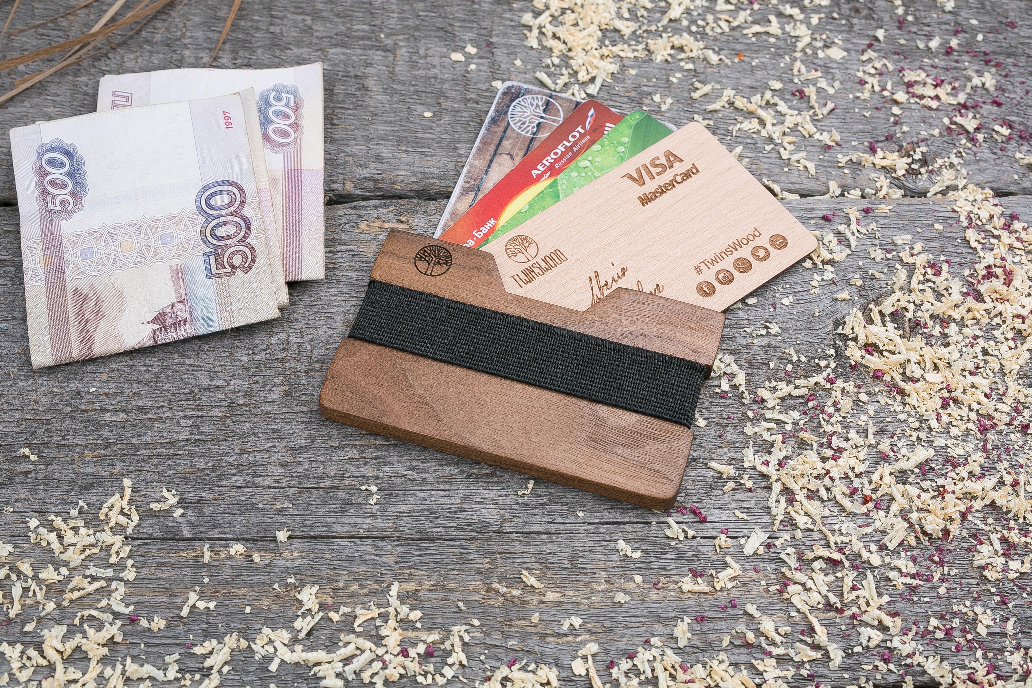 Деревянный кошелек  из ореха. Горизонтальная загрузка. Для 1-6 пластиковых карт и купюр. Поддержка Apple Pay. Гравировка имени или логотипа. Бизнес сувенир. Подарок другу. Именной кошелек