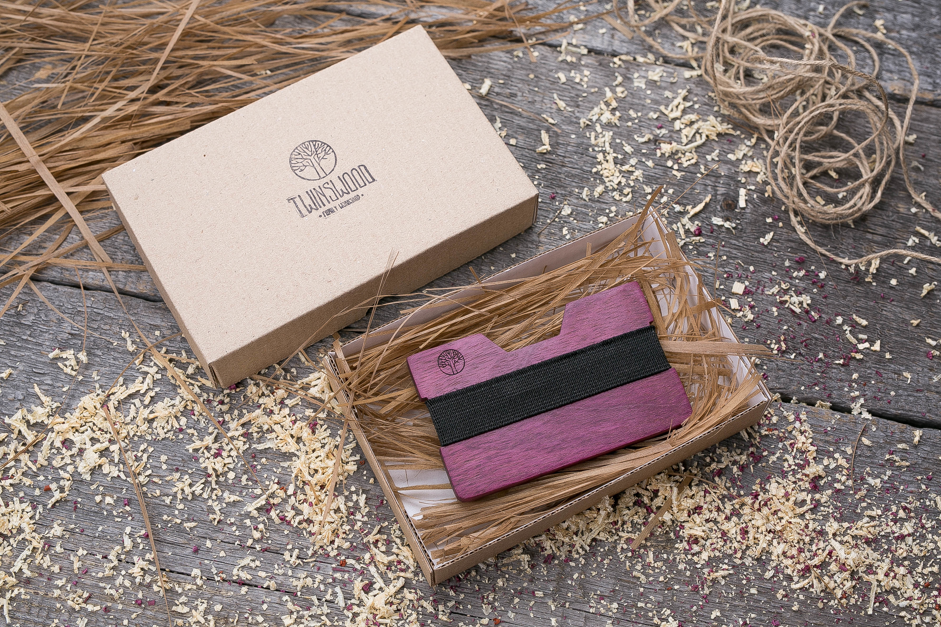 Деревянный кошелек  из амаранта. Горизонтальная загрузка. Для 1-6 пластиковых карт и купюр. Поддержка Apple Pay. Гравировка имени или логотипа. Бизнес сувенир. Подарок другу. Именной кошелек