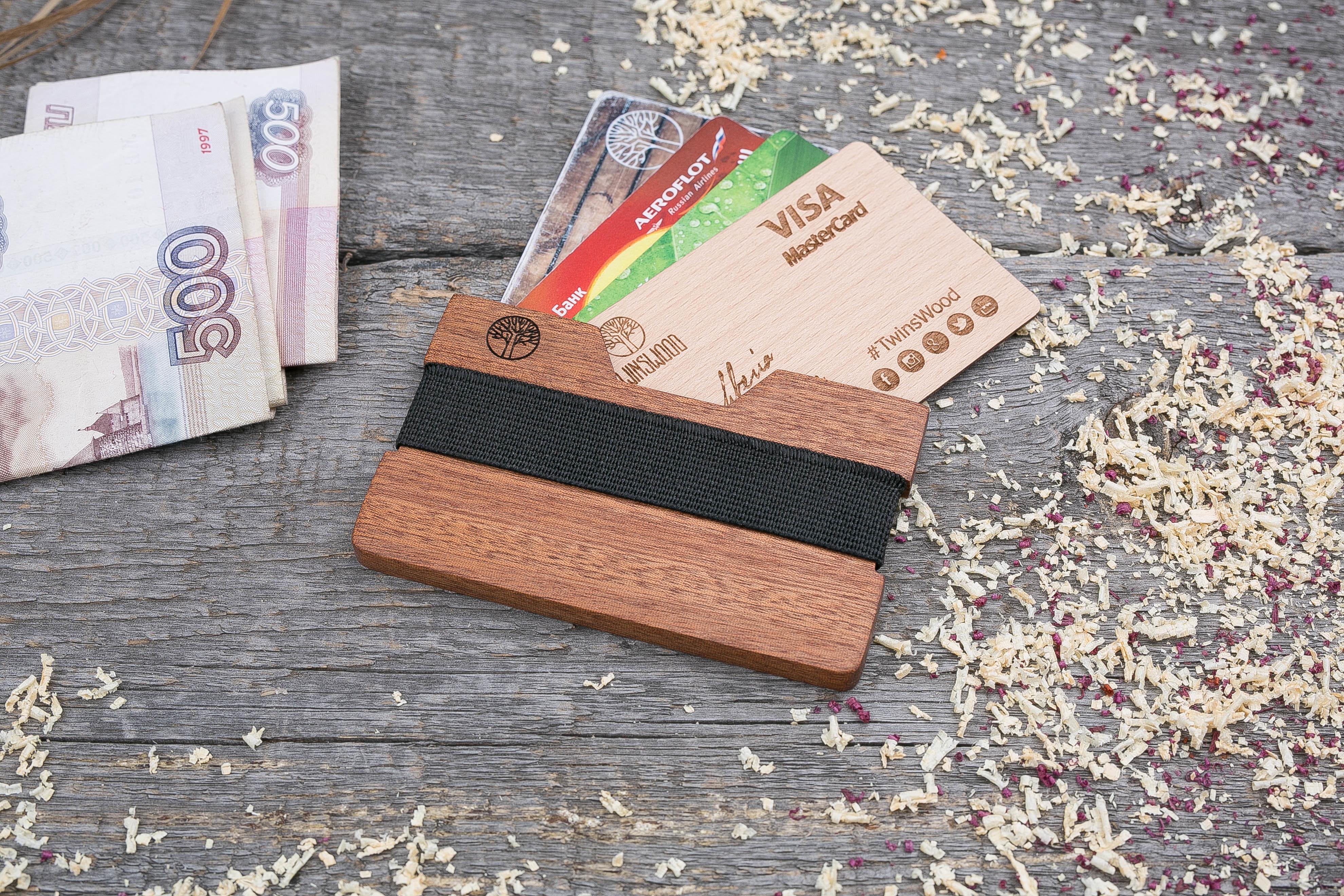 Деревянный кошелек  из сапеле. Горизонтальная загрузка. Для 1-6 пластиковых карт и купюр. Поддержка Apple Pay. Гравировка имени или логотипа. Бизнес сувенир. Подарок другу. Именной кошелек
