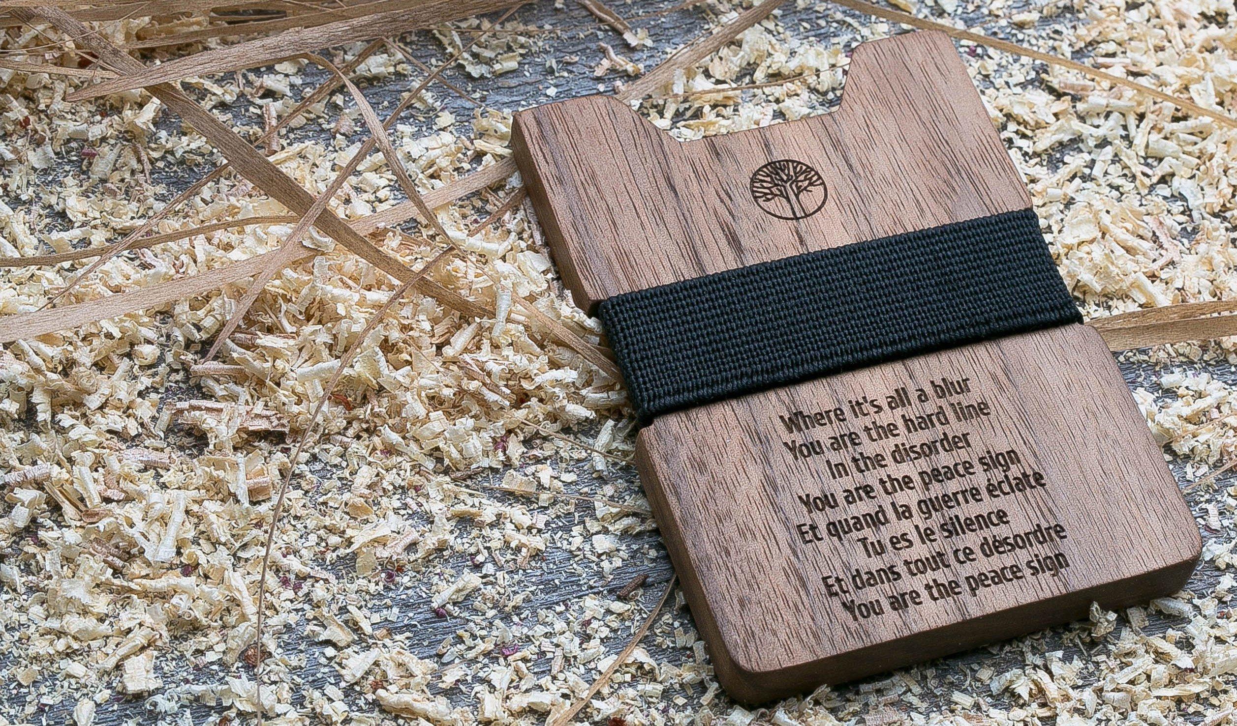 Деревянный кошелек  из палисандра. Горизонтальная загрузка. Для 1-6 пластиковых карт и купюр. Поддержка Apple Pay. Гравировка имени или логотипа. Бизнес сувенир. Подарок другу. Именной кошелек