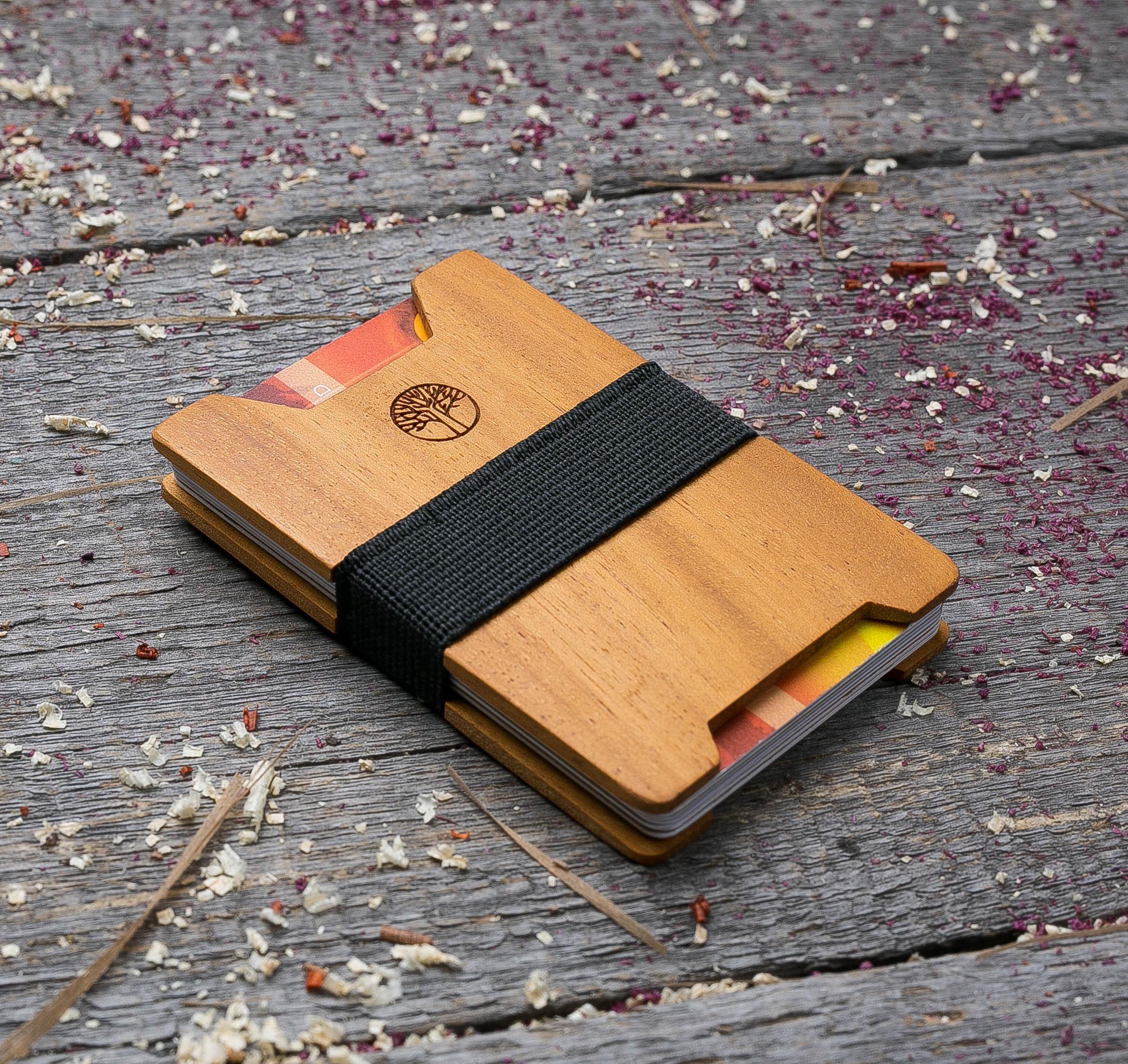 Мини кошелек-кардхолдер из дерева. Массив кусии. Для 1-15 пластиковых карт и купюр. Подарок другу или бизнес партнеру, именной кошелек. Гравировка имени или логотипа + открытка из дерева TwinsMiniWallet-KusiaV