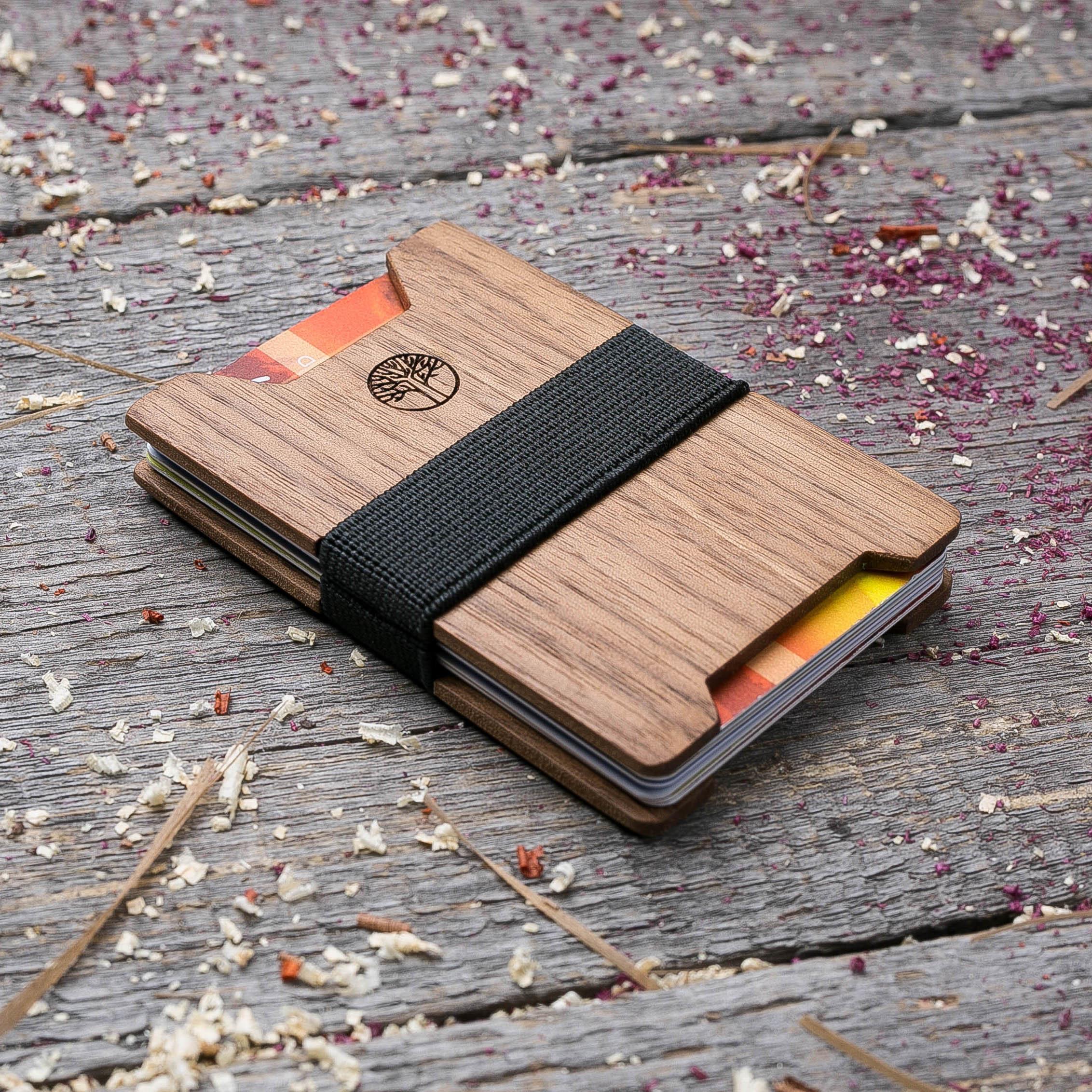 Мини кошелек-кардхолдер из дерева. Массив ореха. Для 1-15 пластиковых карт и купюр. Подарок другу или бизнес партнеру, именной кошелек. Гравировка имени или логотипа + открытка из дерева TwinsMiniWallet-WalnutV